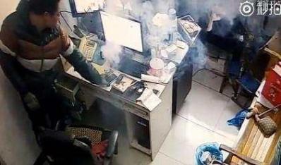 """百口莫辩:三星手机爆炸被监控拍到,瞬间犹如""""窜天猴"""""""